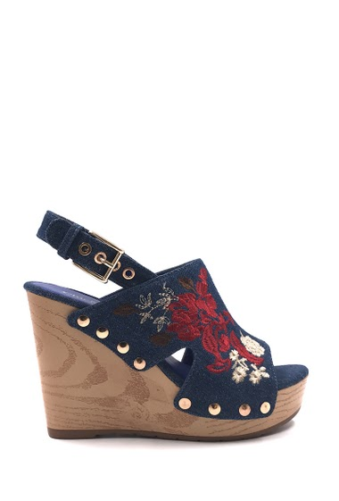 Women's Fashion Sandal Denim flower wedge, open toe, comfortable, easy to put on. Closed with buckle. Heel height: 11 cm. Available in Dark Blue, Light Blue.