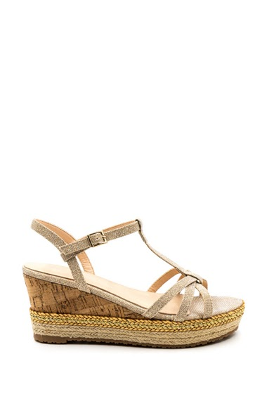 Platform sandals compensated cork effect, sole lined with rope, glossy fastener. Compensated: 3,5 cm, Heel height: 7 cm.