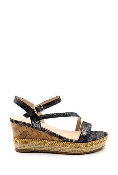 Sandales à plateforme compensées en effet liège, semelles doublées de corde, attache brillante. Plateforme : 3,5 cm Hauteur talon : 7 cm.