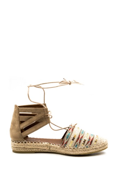 Lace-up espadrilles, closed toe with glitter pattern, wedge heel, woven outsole. Tie a lacing around the calf. Comfortable insole. Heel height: 4 cm.