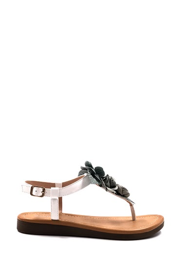 Women's Shoe Fashion Flat sandals decorated with flowers, strap with buckle, open toe, comfortable and elegant, easy to put on. Platform: 3 cm. Available in Black, Beige, Pink, White.