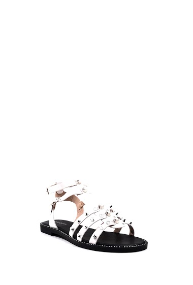 Sandals flat spartan style studded, open toe, comfortable and elegant, buckle closure. Platform: 2 cm. Available in Black, Silver, White.