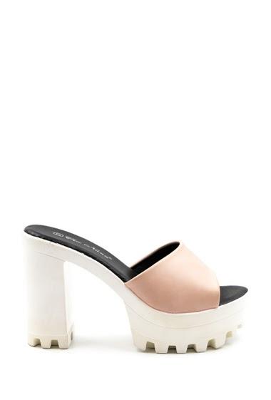 Platform sandals, high heel, toothed sole. Pumps with trendy toe platform, open toe. The platform measures approximately 4 cm. The heel is 11 cm.