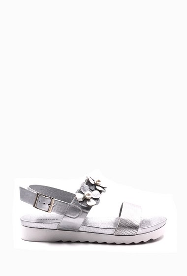 Platform sandals white sole, decorated with flower, loop shoulder strap, open toe, comfortable and elegant, easy to put on. Platform: 3 cm. Available in Black, Silver, Champagne.
