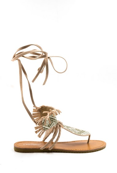 Sandals with fringes, aztec style, lace tower ankle, open toe between finger. Heel height: 2 cm.