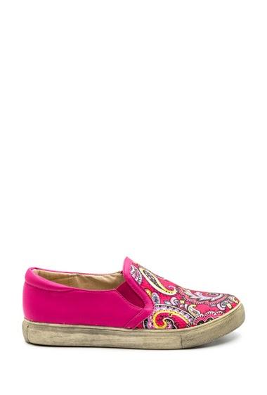 Women's slip-on, flower pattern, soft and comfortable. Heel height 2 cm.