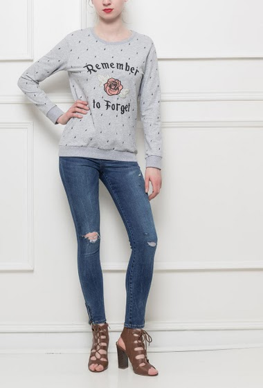 Fleece sweatshirt with embroidered flowers and REMEMBER TO FORGET, casual fit, very pleasant to wear, stretch fabric