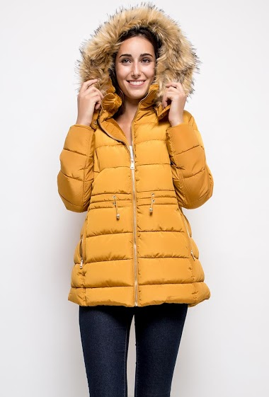 Quilted coat, hood. The model measures 178cm and wears T2=12/14(UK)40/42(FR). Length:75cm