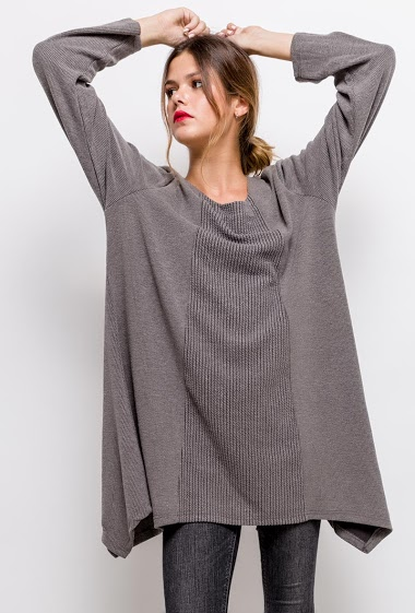 Textured sweater,The model measures 170cm and wears T2=12/14(UK)40/42(FR). Length:80cm