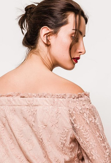 Off shoulder blouse, transparent 3/4 sleeves. The model measures 176cm and wears S. Length:50cm