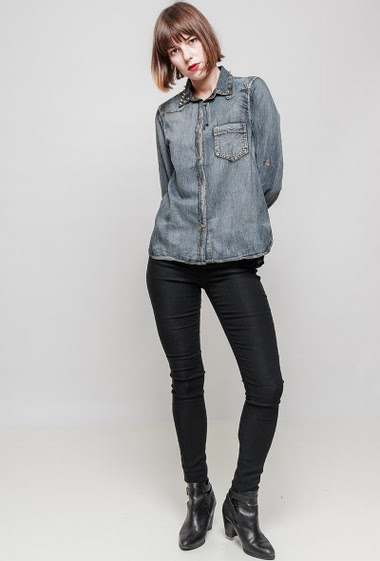 Denim shirt, collar with studs. The mannequin measures 172 cm and wears S