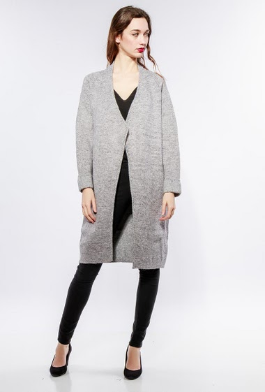 Jacket in thick knit, open front, regular fit. The model measures 177cm, one size corresponds to 38-40