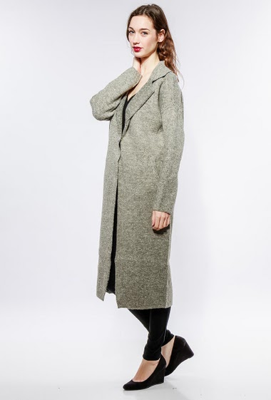 Jacket in thick knit, press stud closure, regular fit. The model measures 177cm, one size corresponds to 38-40