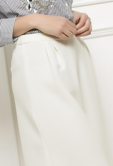 Flared wide leg trousers, textured and stretch fabric, zip side closure
