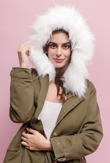 Cotton parka with hood, removable fur lining. The model measures 176cm and wears S. Length:80cm
