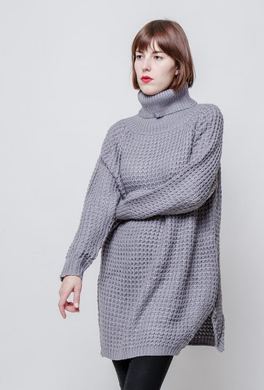 Knitted long sweater, turtleneck, side splits.The model measures 172cm, one size corresponds to 38-40