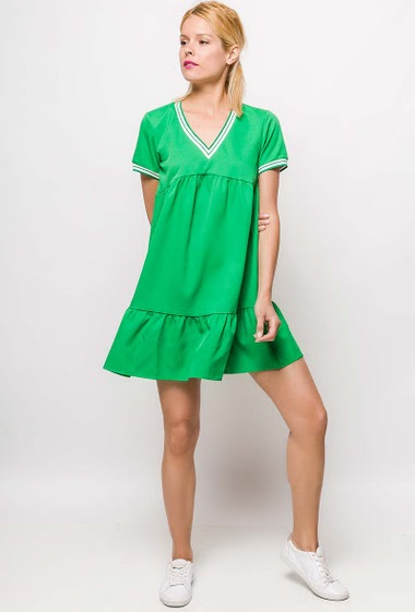 Dress with V neck, short sleeve, striped border. The model measures 177cm and wears S. Length:85cm