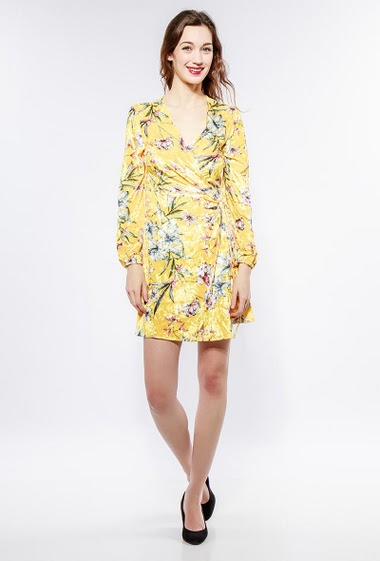 Velvet dress with printed flowers, cross fit. The model measures 177cm and wears S