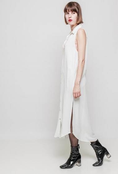 Long sleeveless shirt, side split, embroidered back, fluid fabric. The mannequin measures 172 cm and wears S