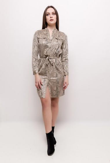 Shirt dress with python print. The model measures 170cm and wears S. Length:90cm