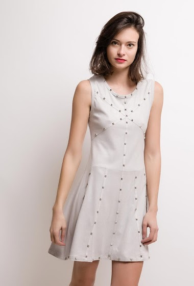 Sleeveless dress, studs. The model measures 178cm and wears S. Length:90cm