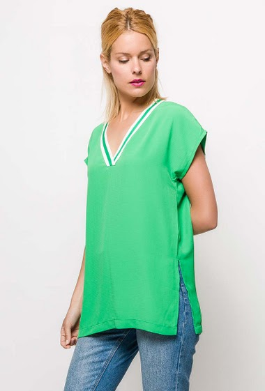 Short sleeve top, side splits. The model measures 177cm and wears S. Length:70cm