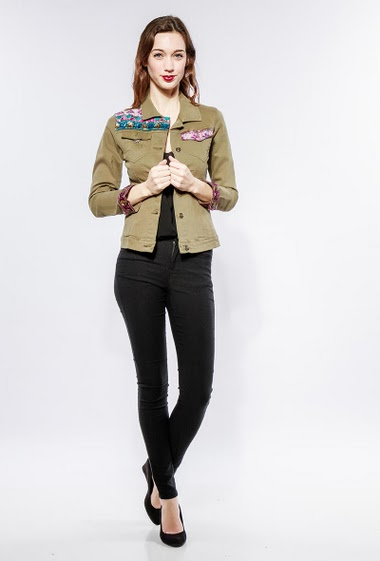 Regular jacket with sequins. The model measures 177cm and wears S