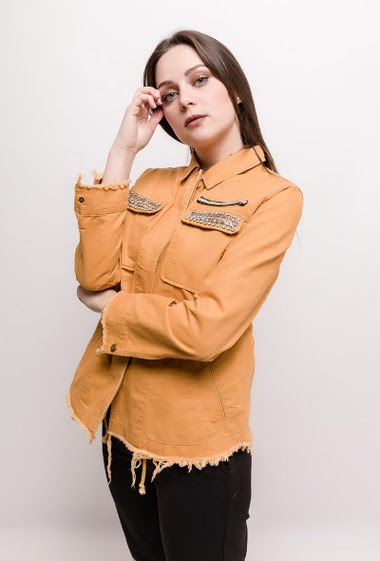 Jacket with strass, ripped hem. The model measures 170cm and wears S. Length:65cm