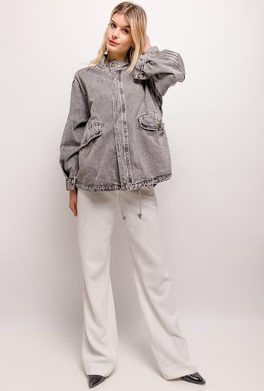 The model measures 170cm and wears M. Length:70cm