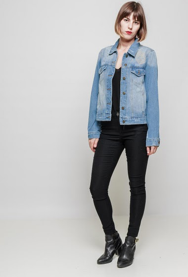 Faded denim jacket, back with skull in strass, regular fit. The mannequin measures 172 cm and wears S