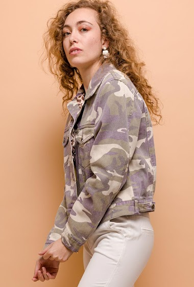 Jacket with leopard pattern. The model measures 171cm and wears S. Length:56cm