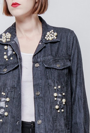 Denim jacket, rips, decorative pearls, regular fit. The model measures 172cm and wears S