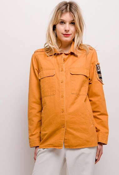Jacket with patch. The model measures 170cm and wears S. Length:70cm