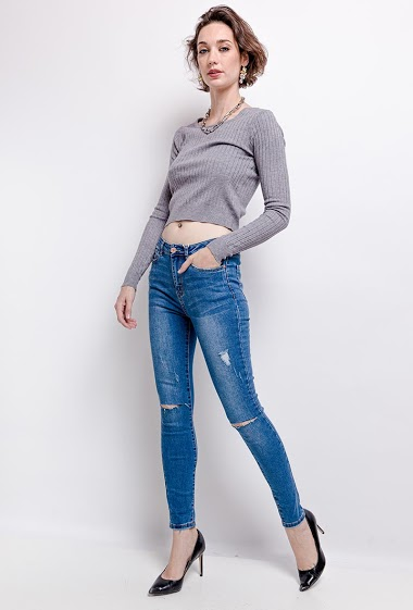 The model measures 178cm and wears 10(UK)/38(FR)