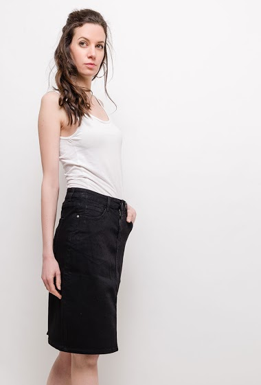 Skirt - knee length. The model measures 177cm and wears M/10(UK) 38(FR)