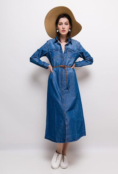 Denim dress, belt. The model measures 178cm and wears 38. Length:125cm