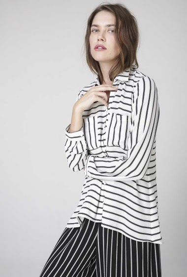 printed striped  shirt,  butonned front and sleeves, two front patch pockets, long sleeves.