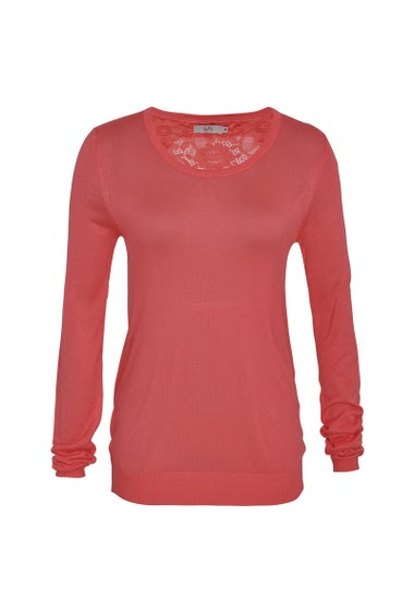 Sweater round neck, long sleeves, lace on the back.