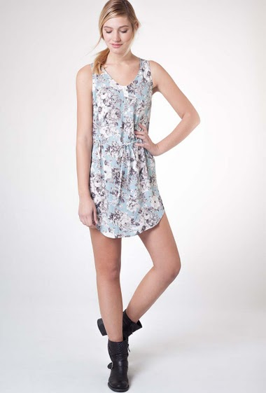 Printed flowers dress, sleeveless, with round neck, belt at the waist