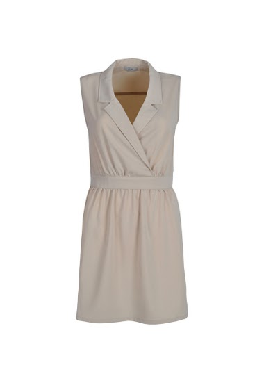 Wrap sleeveless dress with contrasting collar