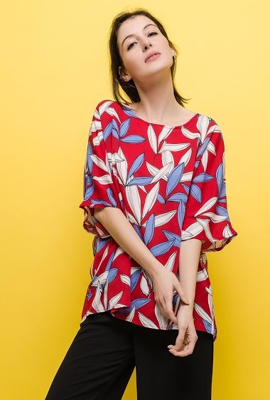 Loose blouse. The model measures 177cm and wears S/M. Length:70cm