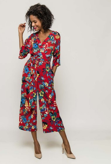 Jumpsuit with printed flowers, V neck, wide leg pants, belt. The model measures 177cm and wears S/M