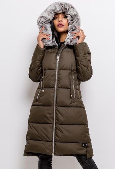 Hooded quilted coat. The model measures 170cm and wears S. Length:105cm