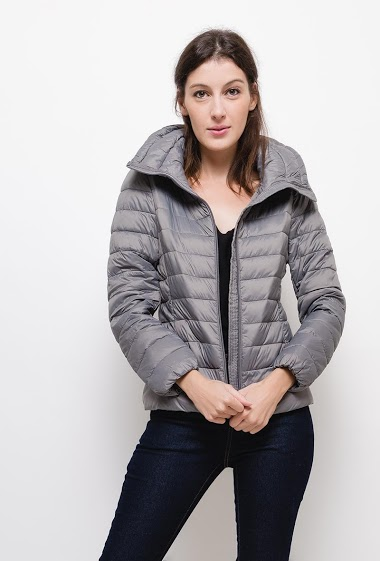 Light jacket with hood,The model measures 177cm and wears S. Length:60cm