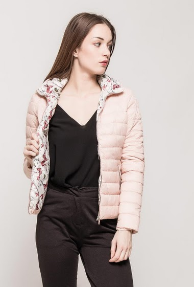 Quilted jacket, floral lining, hood. The model measures 175cm and wears M