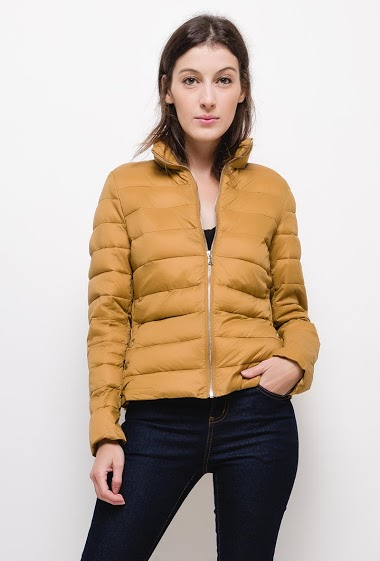 Light down jacket,The model measures 177cm and wears S. Length:60cm