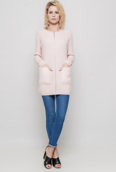 Soft knitted sweater, hood decorated with fur, pockets, comfortable wear. The mannequin measures 177 cm, TU corresponds to 38/40