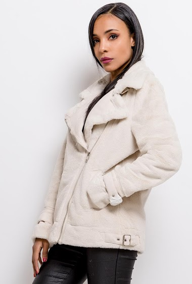 Fur coat with fake leather. The model measures 170cm and wears S. Length:65cm