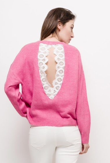 Soft sweater with lace. The model measures 178cm and wears one size. Length:73cm