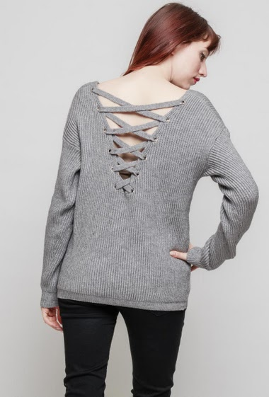 Knitted ribbed sweater, lace-up back, long sleeves, loose fit. The mannequin measures 174 cm, TU corresponds to 38/40
